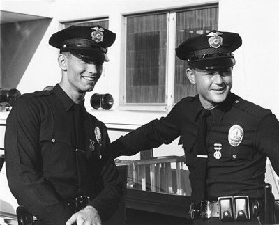 Rookie officer Reed learns the streets from senior officer Malloy. (Photo from kent.mccord.com)