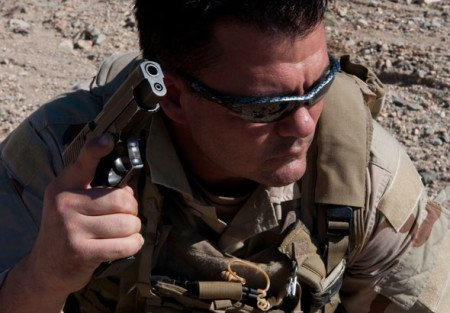 A Navy SEAL with the Sig Sauer P226 Mk25 (photo by SEALs).