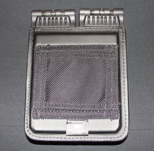 The magazine cases allow for vertical or horizontal belt carry.