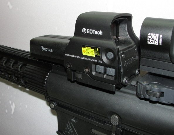Side mounted brightness and NV controls makes the 558 very accommodating to add-on magnifiers or night vision optics.