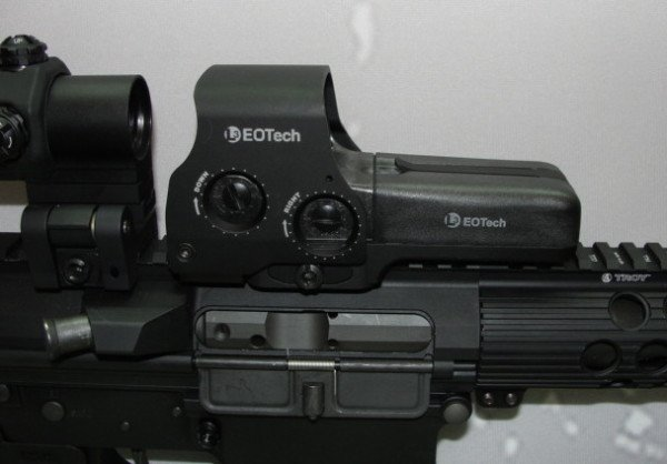 Elevation and windage controls are easily manipulated in 0.5 MOA adjustments.