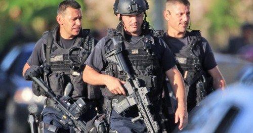 Police officer with AR-15 rifles (photo by sigsauerar15.com).