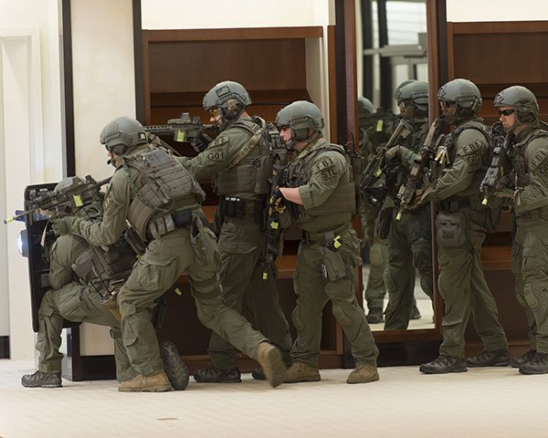 A shield operator cannot be expected to be the only cover officer (photo by FBI).
