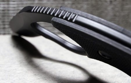 Serrations on the blades spine add grip strength.